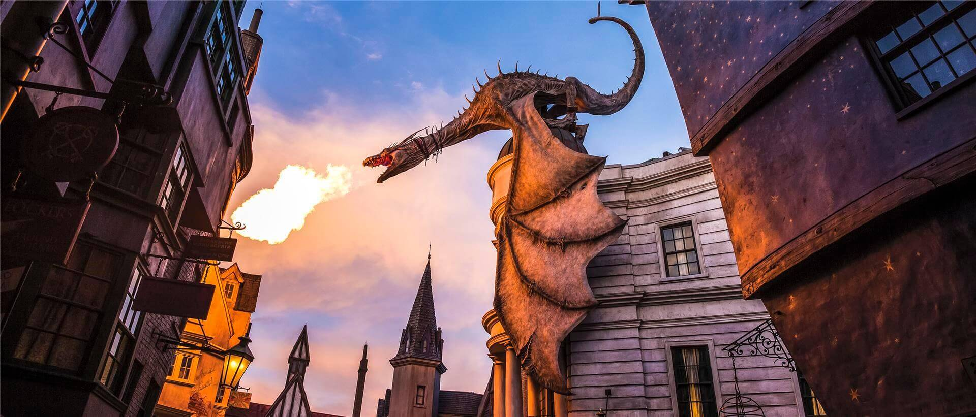 https://www.universalorlando.com/webdata/k2/en/us/files/Images/escape-from-gringotts-ride-dragon1-a-00.jpg